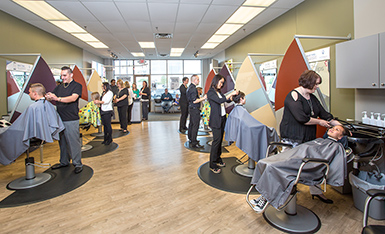 busy great clips salon